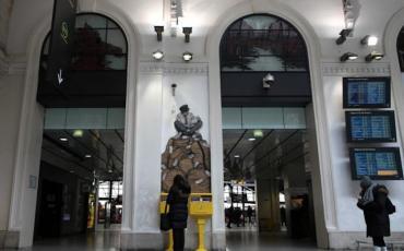 Installation street-art dans une gare
