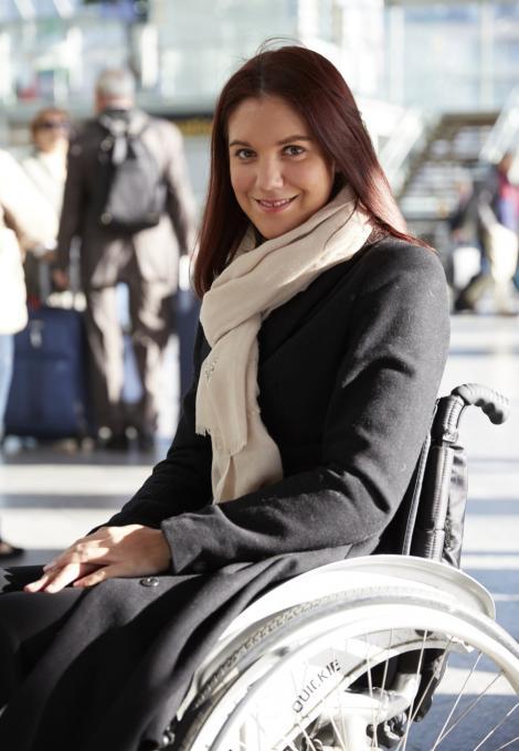 femme en fauteuil roulant